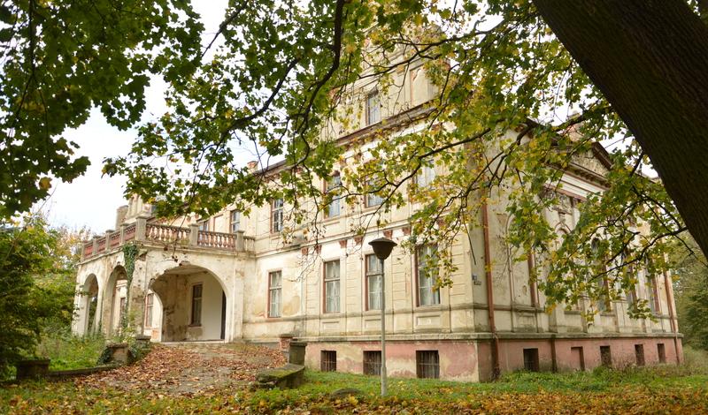 w załączonym pliku zespół pałacowo-folwarczny w Dalborowicach sprzedany w 23-06-2021 r.